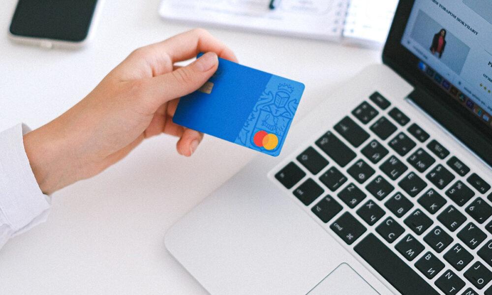 Comisiones por uso de tarjetas de débito y crédito