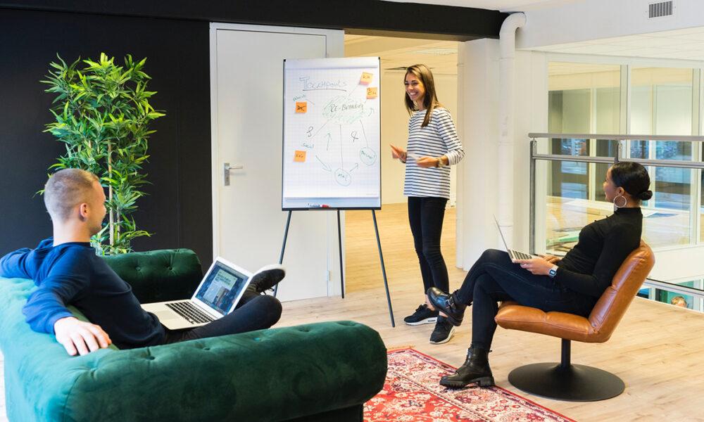 Crea canales de comunicación con tus trabajadores para que se sientan tomados en cuenta