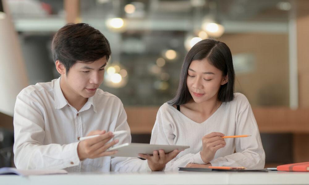 Factores por los que la economía mundial continúa sin apostar por los jóvenes
