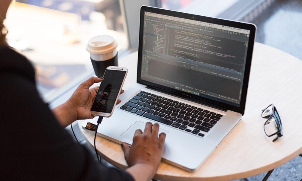 Desarrollo de aplicaciones y programas de computación, una de las inversiones más rentables en la actualidad