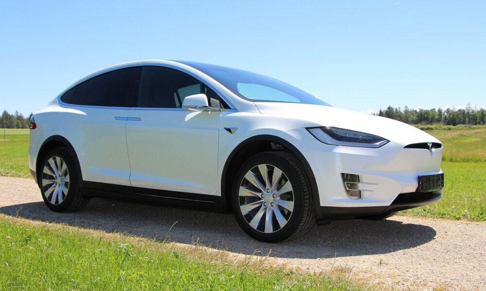 Automóviles Tesla con diseños atractivos y tecnología avanzada