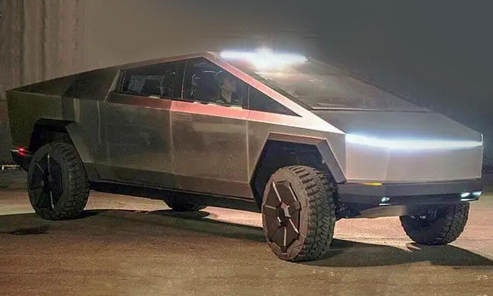 Cybertruck de Tesla, un automóvil con un diseño innovador.