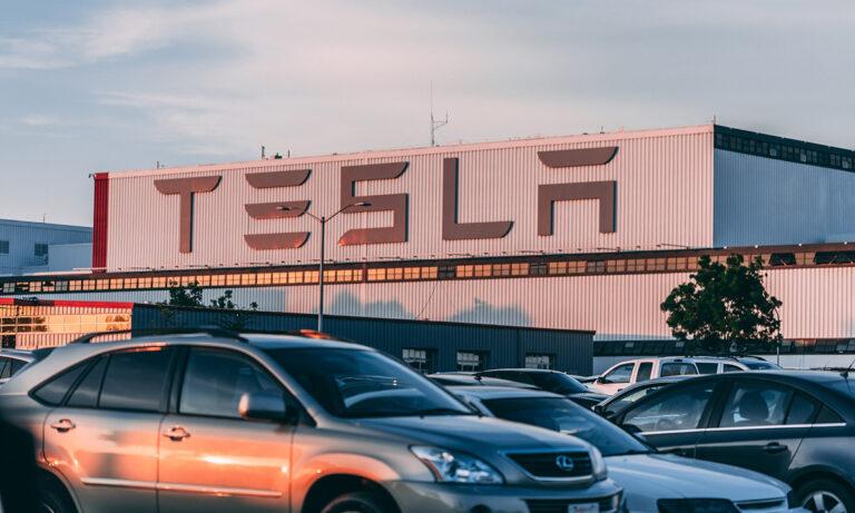 Tesla ya es la empresa de automóviles más valorada del mundo