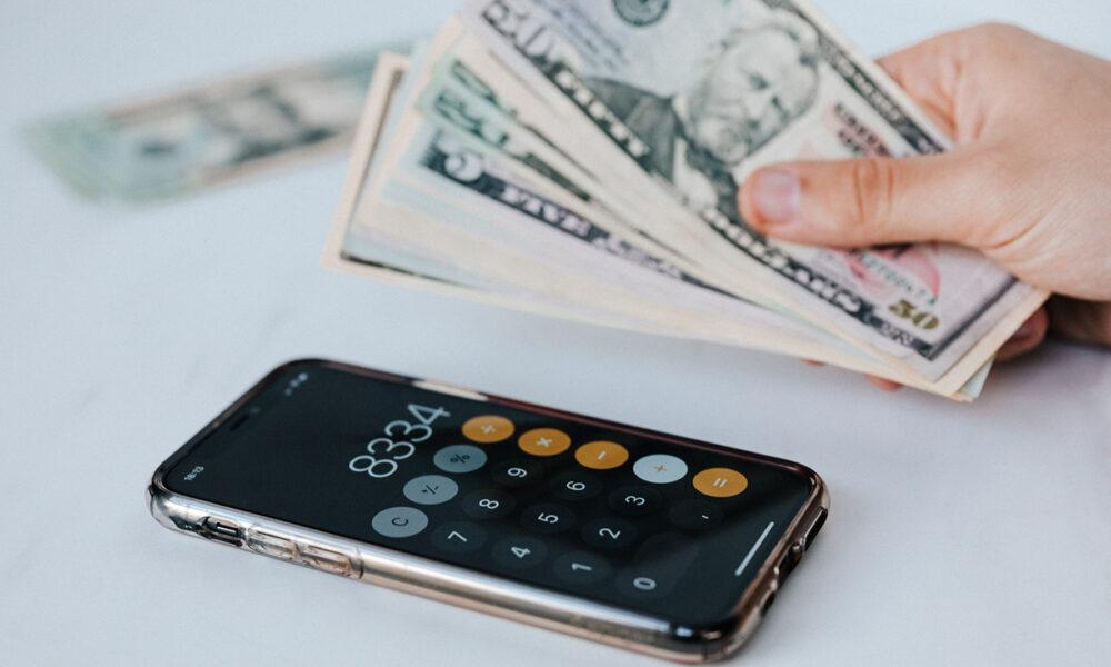 Características de las tasas de interes al solicitar prestamos o pagar a plazos