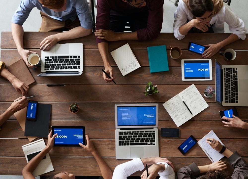 La comunicación verbal y no verbal son pilares de las habilidades de trabajo en equipo