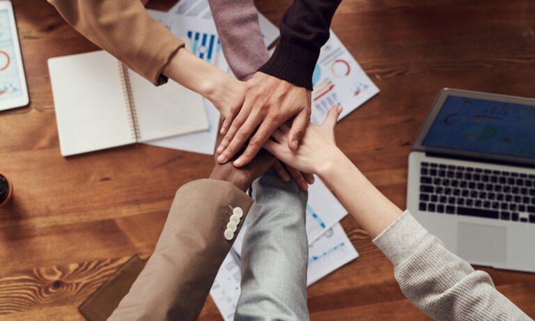 Las habilidades comunicativas para trabajar en equipo son indispensables para llevar un proyecto a buen término