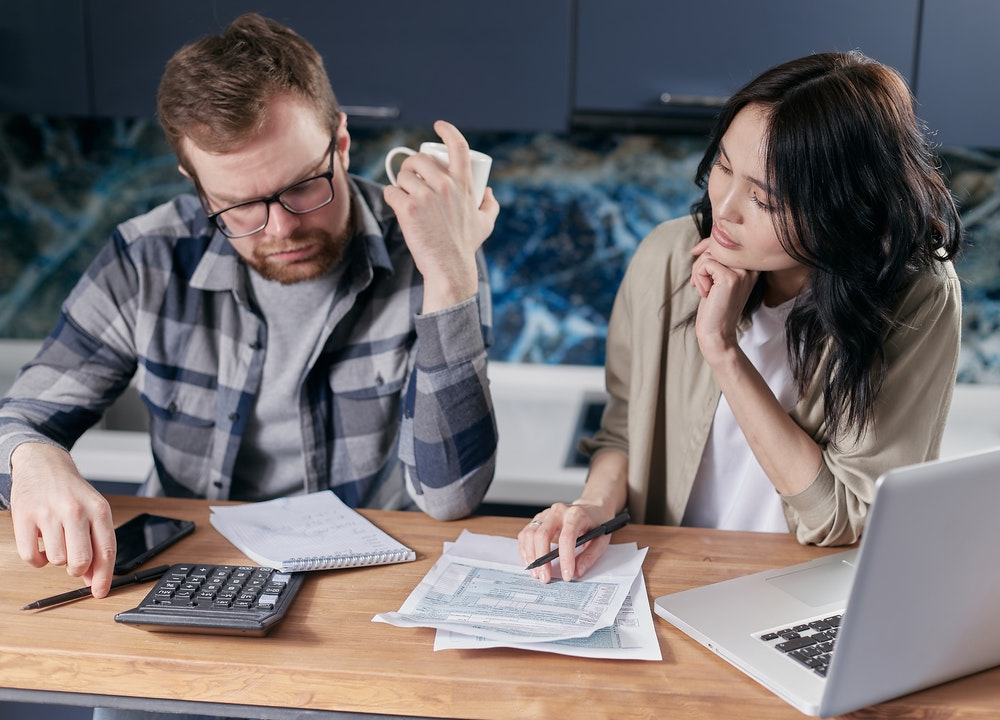 El impuesto sobre el patrimonio debe calcularse de forma individual. En el caso de los matrimonios, los importes de los bienes se dividen entre 2