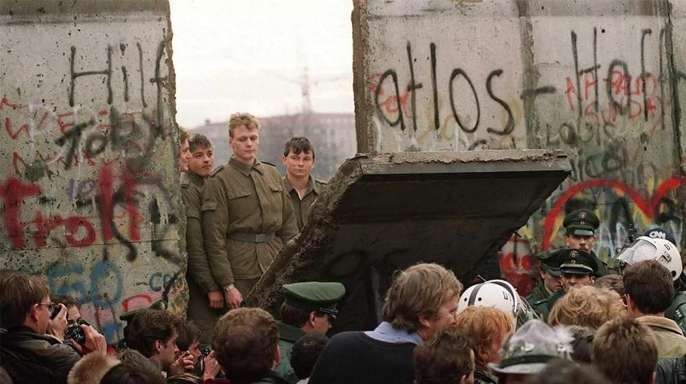 El fin de la Guerra Fría comenzó en 1989 con la caída del Muro de Berlín