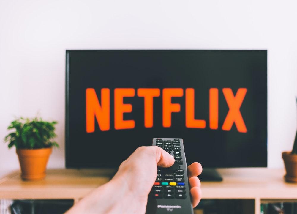 Netflix y Amazon son algunas de las alternativas para invertir dinero