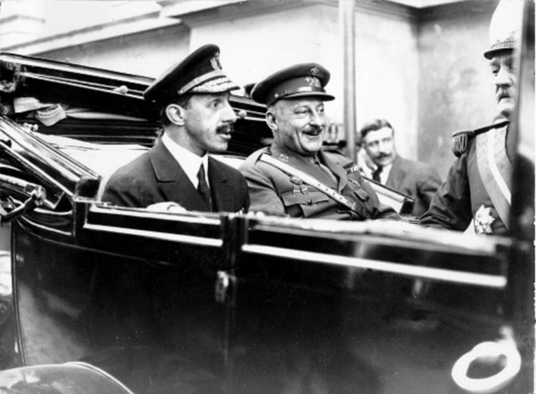 Los años 20 en España se caracterizaron por una dictadura secundada por el Rey